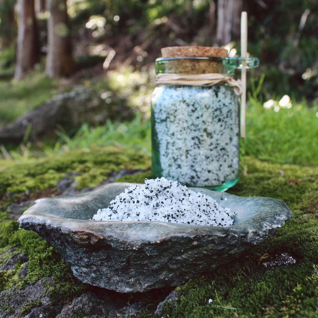Spirulina mixed with salt